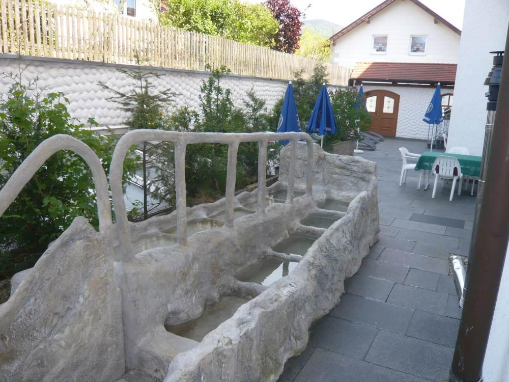 Gartenanlagen und Außenanlagen aus Kunstfelsen