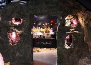 Kristall Kunstfelsen Eingang